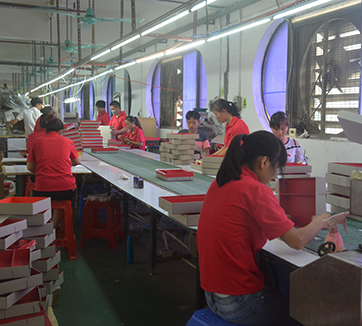 news-The specific operation process of making a gift box-Mingyi Printing-img-3