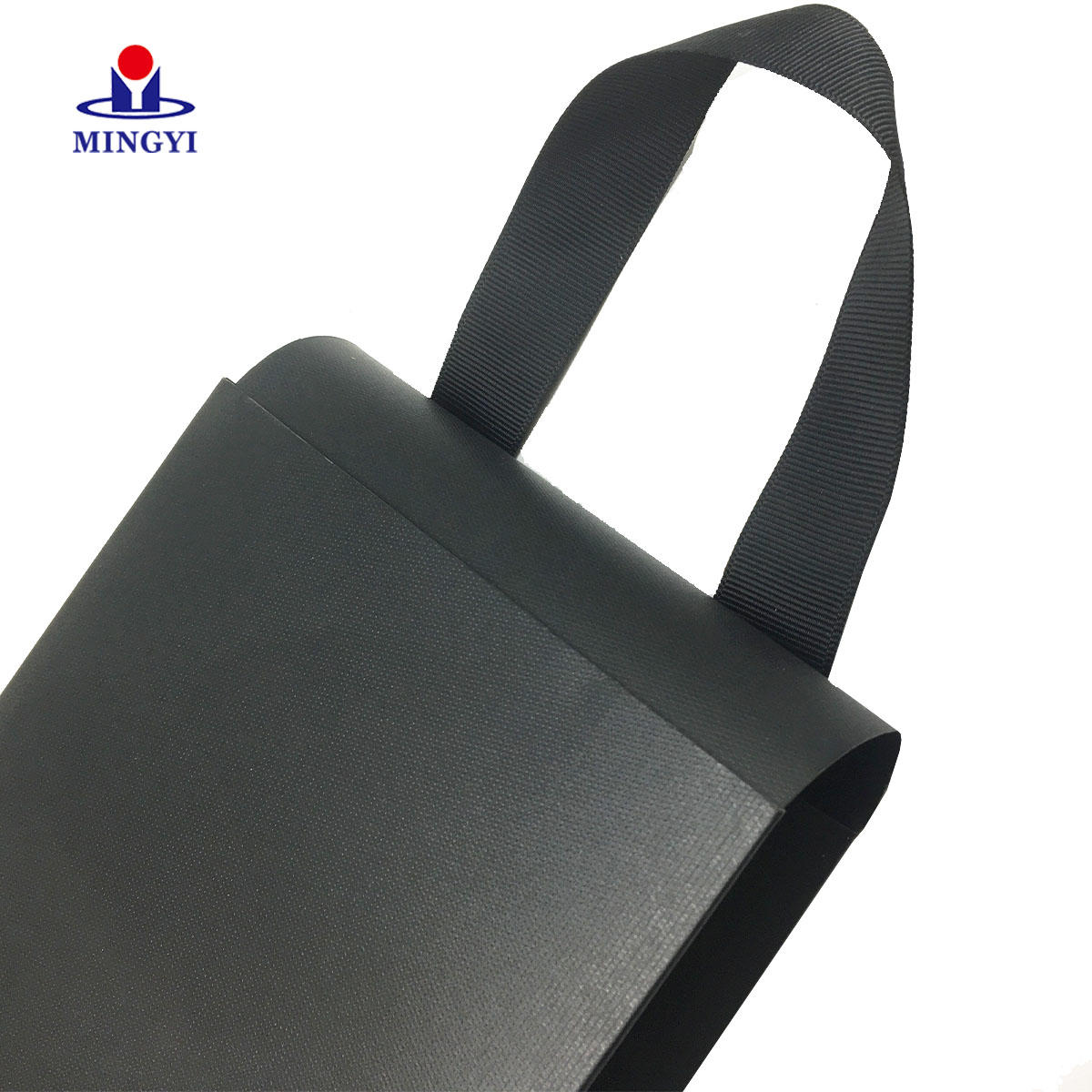 Custom minimum dimension cosmetic retail packaging bag with high quality surface treatment